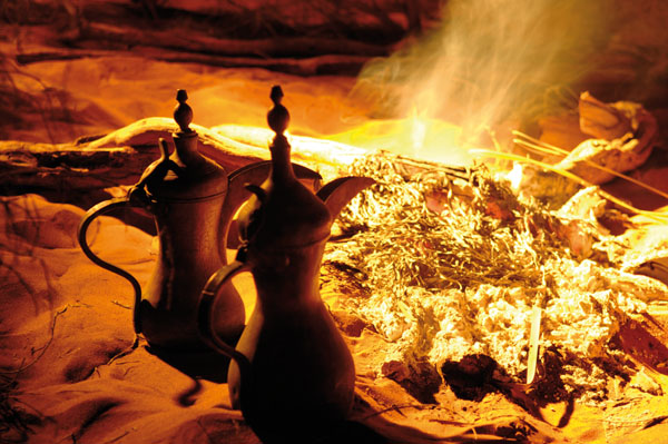 Traditional coffee. © Abu Dhabi Tourism & Culture Authority